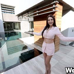 Gabbie Carter in 'Wet VR' Home Buyer's Fantasy (Thumbnail 1)
